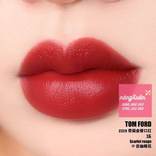 Swatch son Tom Ford 16 Scarlett Rouge màu đỏ tươi