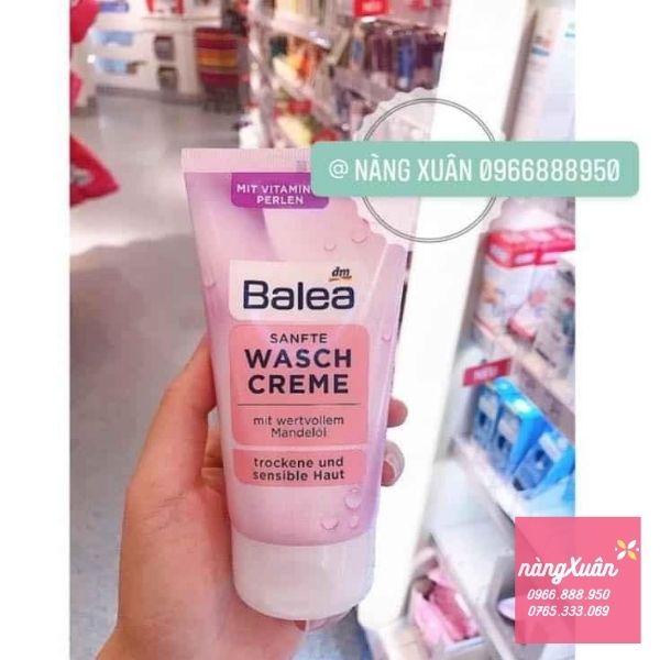 Sữa rửa mặt Balea màu Hồng dành cho da khô, nhạy cảm - màu xanh dành cho da mụn