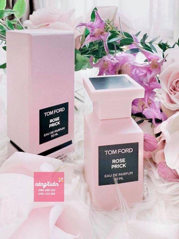 Nước hoa màu hồng phấn nhạt