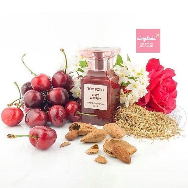 Hương thơm của Lost Cherry là sự hòa quyện giữa vị cay nồng của mâm xôi, vị ngọt của hạnh nhân và đậm đà vị gỗ.