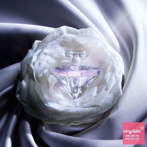 Nước hoa Lancome Tresoi với hình dáng viên kim cương trắng sang trọng