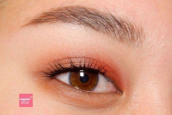 Cách sử dụng phấn mắt Chanel Les 4 Ombres phong cách tự nhiên